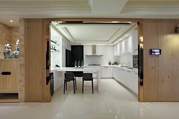 开放式的厨房,显得简单大气。