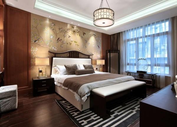 壁纸和护墙板完美的结合,整个空间厚重活泼。