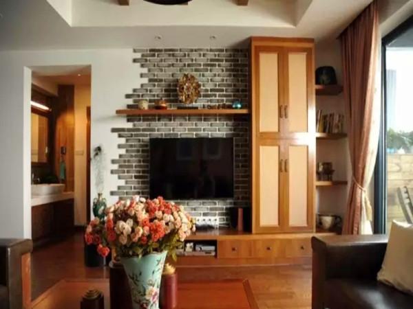 电视墙用青砖做基础,融入收纳柜,在视觉性和功能性上平衡。