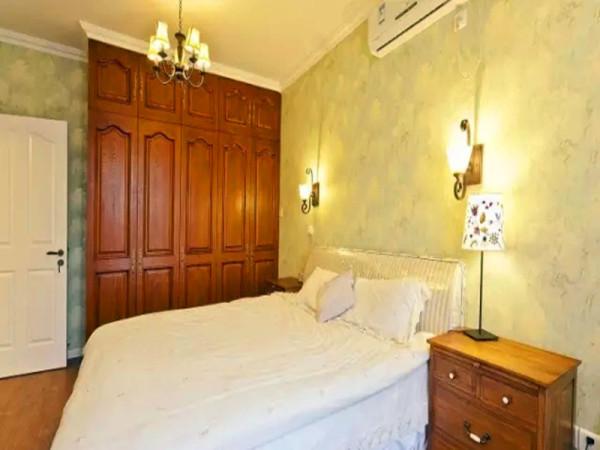 卧室陈铺壁纸。