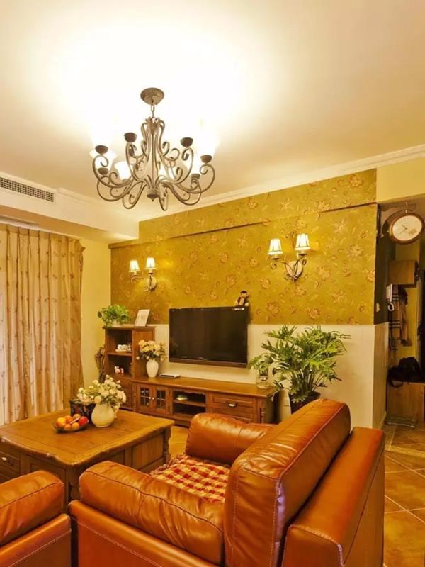 电视背景用护墙板和壁纸上下分割。