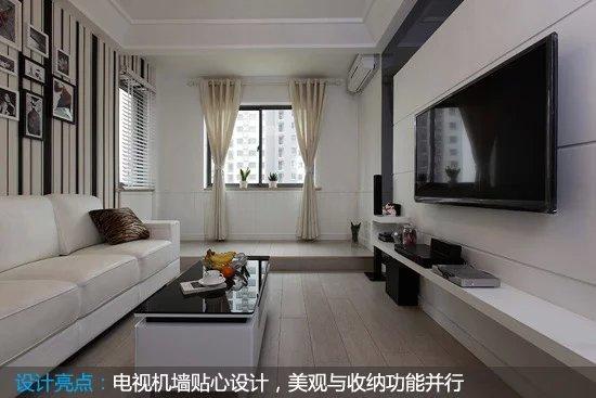 将超薄电视机悬挂与电视机墙面上,既可以节省空间,还不忘收纳,一举两得。