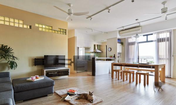 突破以往的窠臼,透过客、餐厅的连结及电视墙的移转,让全家人有更完整的相聚空间。