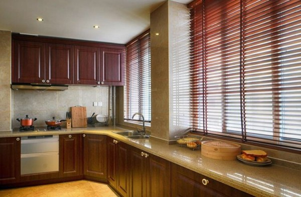 厨房用整体橱柜,颜色款式与整体新中式风格融合。