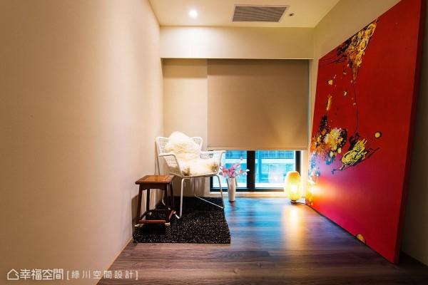 绿川空间设计以深色木地板铺陈和室地坪,形塑安定和谐的纾压氛围。