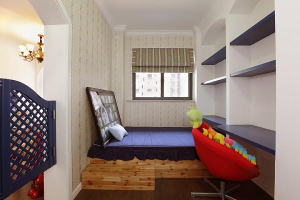 书房里还设置了榻榻米,家里来人了有个休息环境