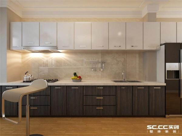 厨房的设计不知以美观为设计原则,而要注重实际应用,此方案的吊顶为简单花纹组成,显得高档又部死板,橱柜门板采用高档香槟色,这种颜色不易脏而且有活力。