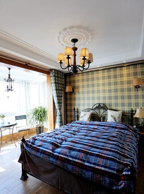卧室卧室!苏格兰格子在卧室大面积的运用,也有被美到吧,哈哈,应该不是惊艳的美,是能呆在卧室长久不烦腻的美吧。在阳台大大的落地窗前,品一壶咖啡,看一眼风景。