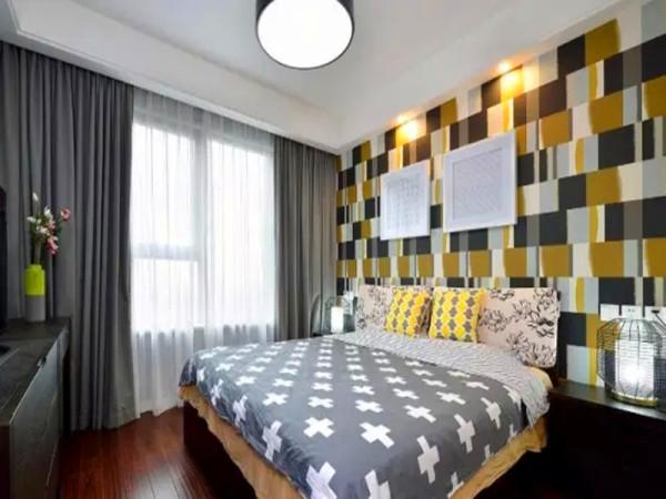 灰黄相间的不规则格子壁纸,增添几分时尚气息,白纱灰帘的百搭组合。