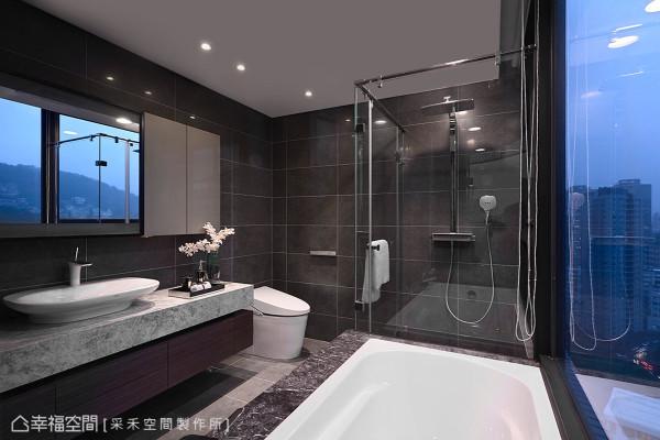 即使在卫浴空间,也能遍览山峦绿意的景致,优闲地在此泡澡或盥洗,彻底洗涤俗务铅华。