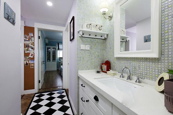 黑白色调的地砖,让卫生间的颜色不单调