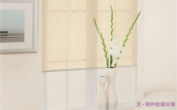 5、亚麻卷帘   半遮光的亚麻升降卷帘与飘窗搭配使用恰到好处,不仅可以遮挡部分阳光,还可以起到装饰作用,使飘窗的整体外观更加靓丽。如果想要达到更严密的遮光效果,可以将卷帘与窗帘里外搭配使用。