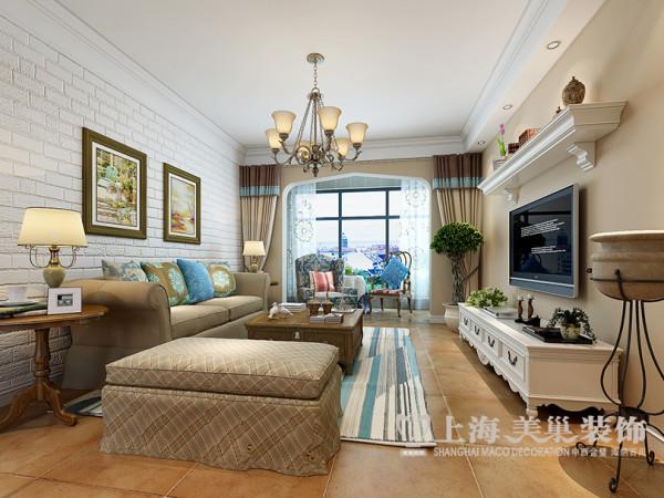 客户留学时游历过欧洲各地,非常喜欢地中海的氛围。沙发背景墙用的是石膏模块,它与拱形的哑口套处理让人瞬间放松下来来杯咖啡晒个暖吧!