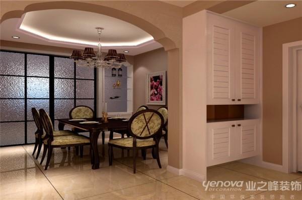 为了让空间能更加合理的利用,将原有两侧墙体拆除增加隔断型酒柜来图片