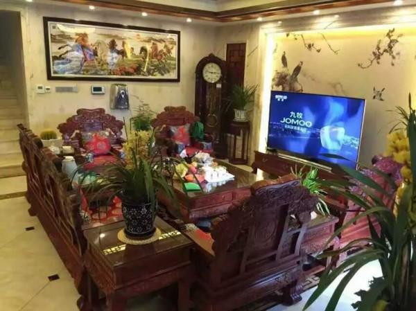 中式家具加深了氛围