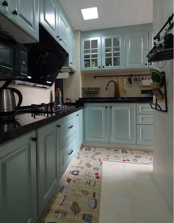 可爱的地垫,瞬间给厨房带来了升级,充满活力