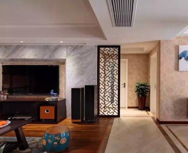 客厅地板,餐厅地砖,过道用斜铺的瓷砖加波打线过渡.