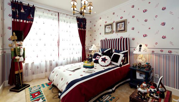 卧室:精美欧式花纹的软包、水纹亚克力、银色金属收边框、水晶吊灯结合暖色隐藏灯光更加温馨。