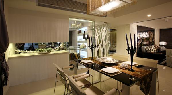 餐厅:而在水晶吊灯的搭配下,浪漫清新之感扑面而来。