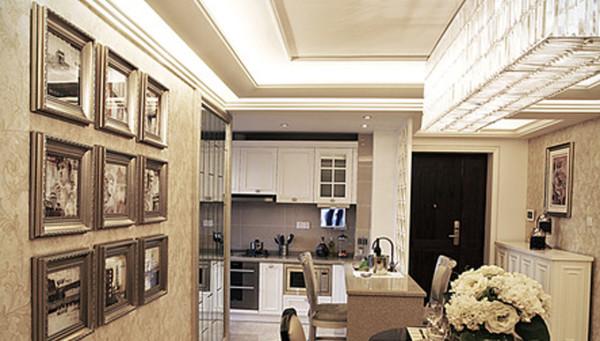 厨房:开放式的厨房,餐厅做了一个吧台区分,节约了空间