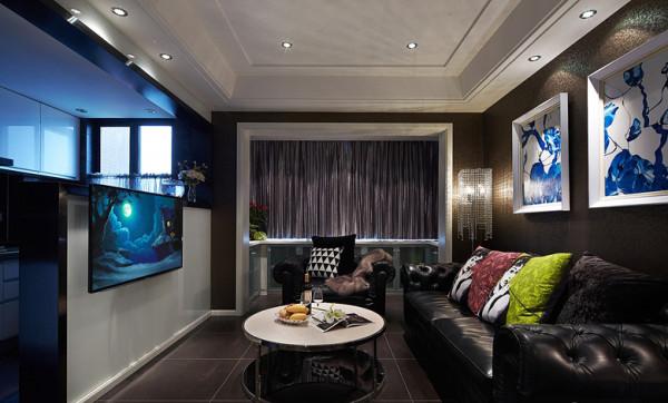 客厅:主要色调以暗色调为主,家居软式的搭配让设计师花了不少心思,不过结果倒是非常完美。