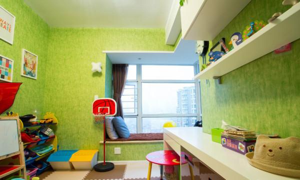 将自己喜欢的一切融入装修之中,别样的混搭设计,展现出了家居的百变风情。