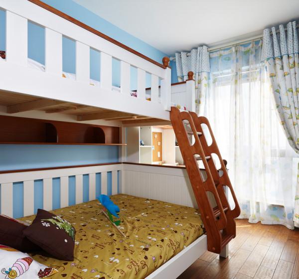 这是一个儿童房,业主有一对漂亮的双胞胎宝宝。所以优先考虑上下床。
