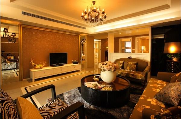 其特征是强调线形流动的变化,将室内雕刻工艺集中在装饰和陈设艺术上,色彩华丽且用暖色调加以协调,变形的直线与曲线相互作用以及猫脚家具与装饰工艺手段的运用,构成室内华美厚重的气氛。