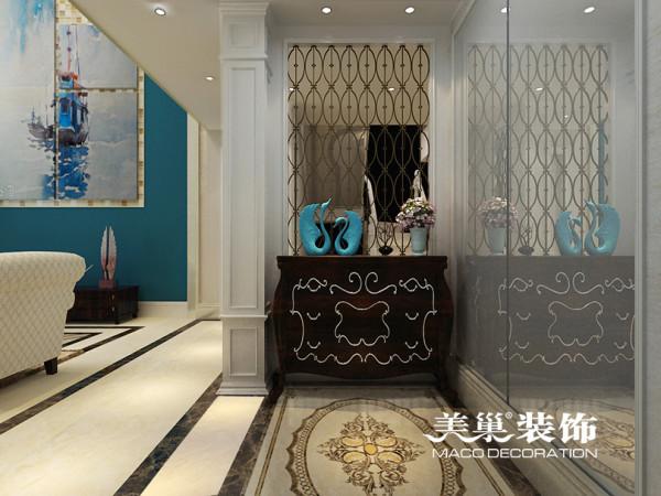 许昌碧桂园260平新古典复式装修样板间——玄关布局设计,与镜面的反射增加了空间的通透性