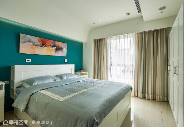 湖水绿的床头主墙搭配白色调IKEA家具,更显纯洁静谧感。