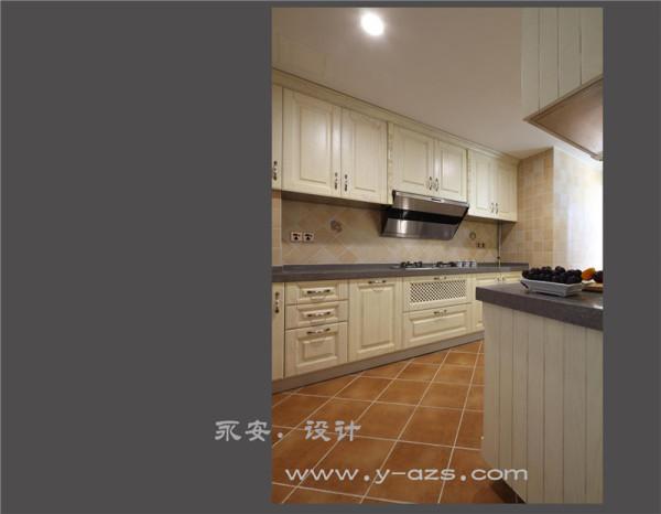 厨房: 女主人是个很热爱烹饪的人,所以她要求厨房里的空间一定不能压抑,所以设计师把洗涤备菜区和灶台设在不同的两边,分开操作即使多几个人也不会觉得拥挤。