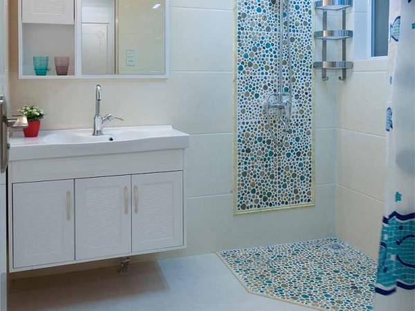 瓷砖既能防滑,而且还起了很好的装饰效果。