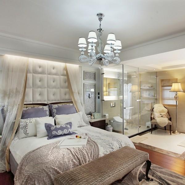 主卧的设计最大胆,全透明的主卫就在床边,在宾馆,我们也能常见这种设计,家里也可以尝试一把。