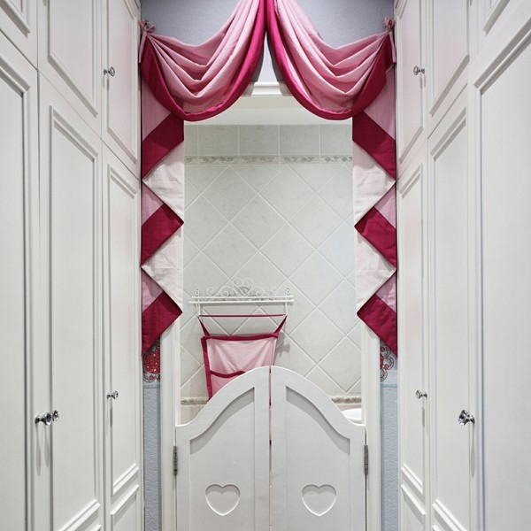 纯白色的收纳柜没有什么个性,却显得很舒服。
