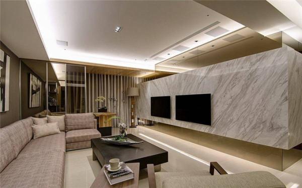 因应商务及视听需求的双电视,于放大的电视墙中拉出妥适比例。