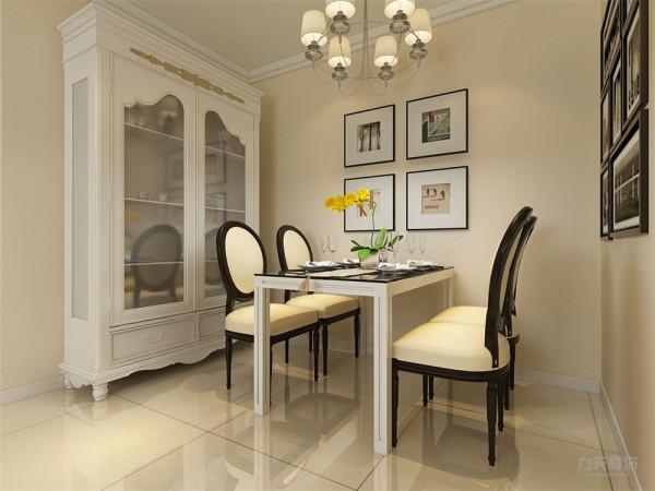 餐厅墙面刷淡黄色乳胶漆,使整个空间十分的温馨。餐厅与客厅在一个空间里面,灯饰上面都是选用的黄色吊灯,与餐桌椅相呼应,使它不会太过于突兀。