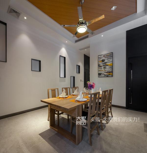 村委会用餐区墙面同样采用了不同大小的矩形框,在餐桌的选择上面采用了更加方便交流的长方桌,同样沿用了橘色的生态板贯穿与顶面与立面。