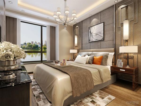 地面为强化复合地板,顶面为回形吊顶,电视墙采用软包设计,床头背景墙为实木板材,使整个空间更加有时尚感。