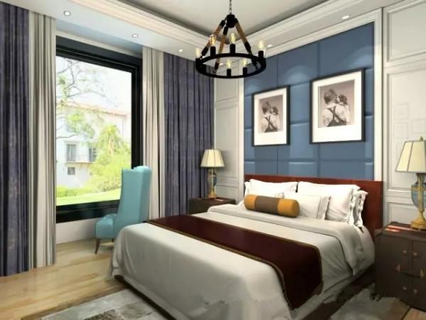 装饰画是现实主义的风格,而地毯的设计又符合了现代人的装饰品。水晶吊灯在现在装饰中的运用又成为了不可或缺的一种,给整个卧室带来了浪漫的情调。床头柜采用欧式风格的灯饰设计,体现了西方文化元素的融入性。