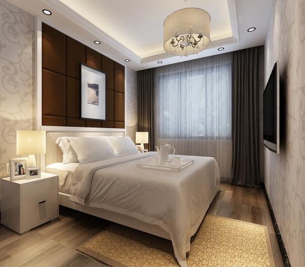主卧室面积较大,可以放置1800*2000尺寸的双人床、衣柜、两个床头柜 。