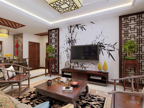 电视背景墙也同样选择中式花格来修饰搭配中式的红木