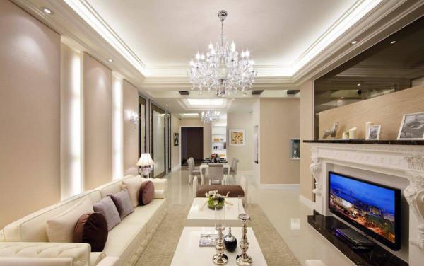电视墙衔接茶色玻璃,坐卧沙发区,获得虚实交替的趣味景象,也将景深延展至书房