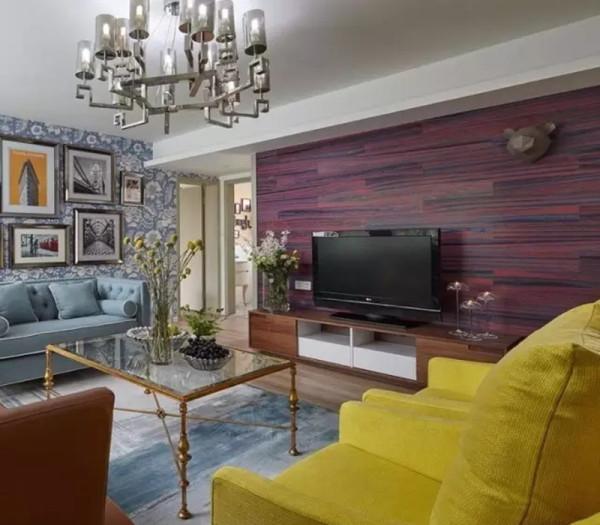 电视背景采用地板上墙,有别于普通电视背景材质。