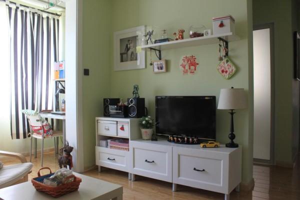 白色的电视柜,下房的收纳功能是空间不那么凌乱。