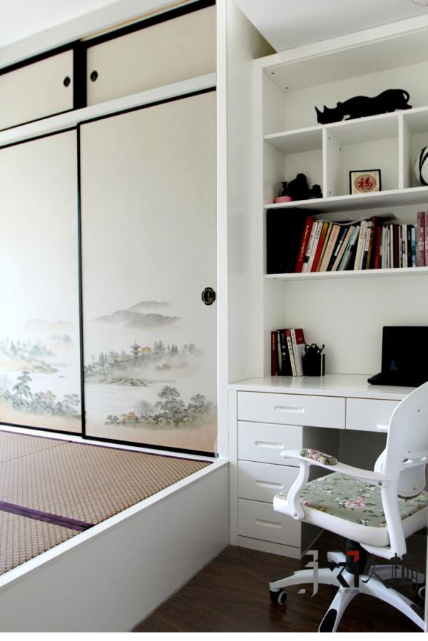 搭配日式风格的储物地台