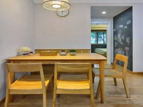 简约 三居 宜家 白领 收纳 小资 客厅 餐厅图片来自沙漠雪雨在70平米温馨舒适宜家小窝的分享
