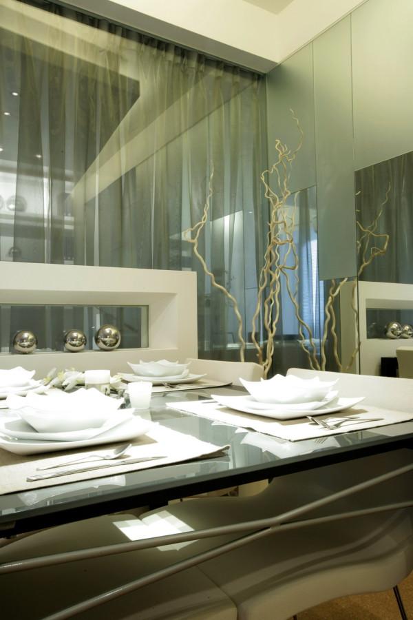 玻璃餐桌大气