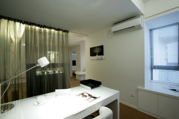将空调挂墙顶,节省空间又美观
