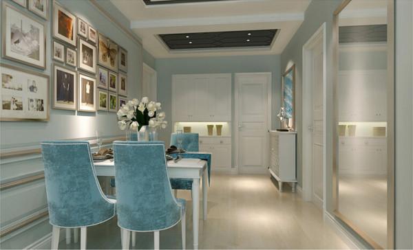 餐桌背景的照片墙,装点了整个餐厅空间,是点睛一笔。门口的玄关柜,实用而时尚。
