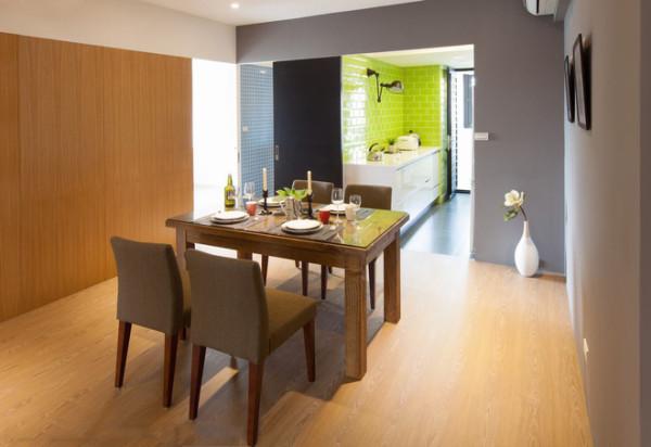 厨房与客厅之前设计了树枝造型,使空间流畅且时尚大方